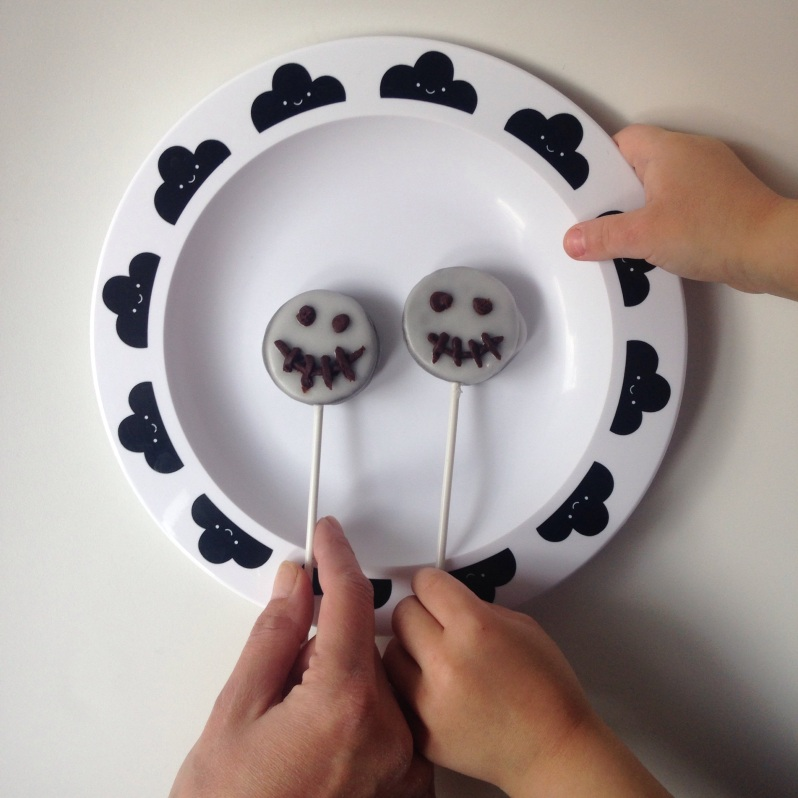 Cake pop Oreo Halloween by Moma