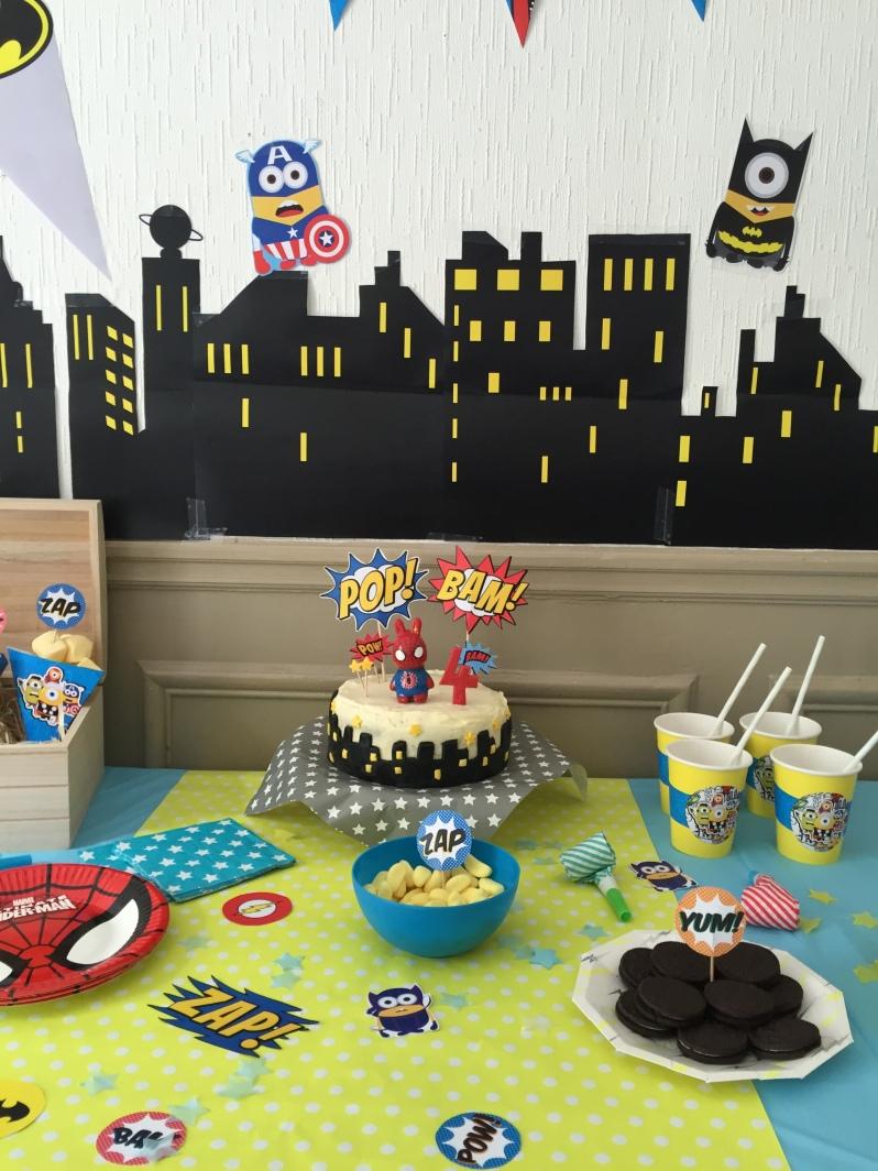 {Party } 4 ans et des supers héros trop minions!